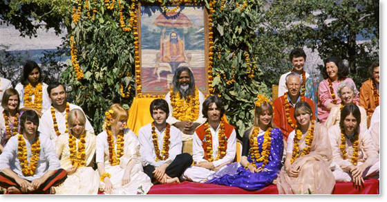 Beatles-Maharishi-McCartney-Ringo-Lynch